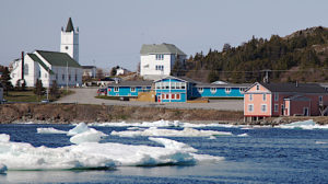 Iceberg in front of the Anchor Inn Hotel in Twillingate