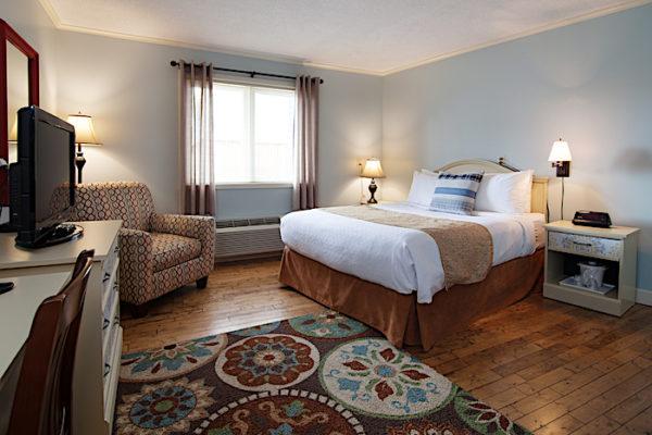 Queen Bedroom in the Anchor Inn Hotel